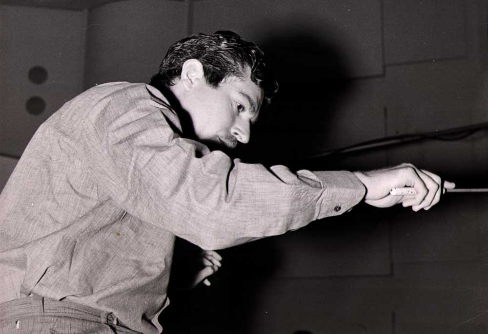 Jean Claudric dirige l'orchestre pour Maurice Chevalier en 1959.  © André Jardé