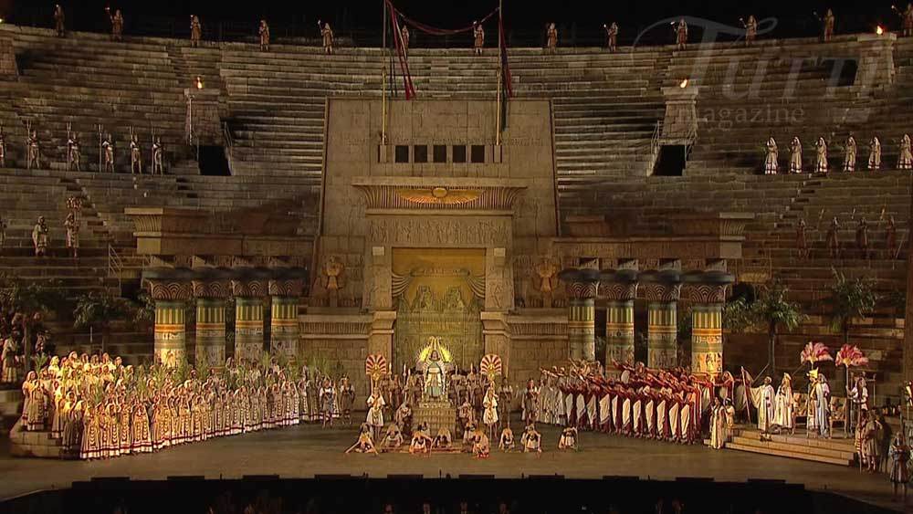 Production d'<i>Aida</i> de Gianfranco De Bosio aux Arènes de Vérone en 2012.