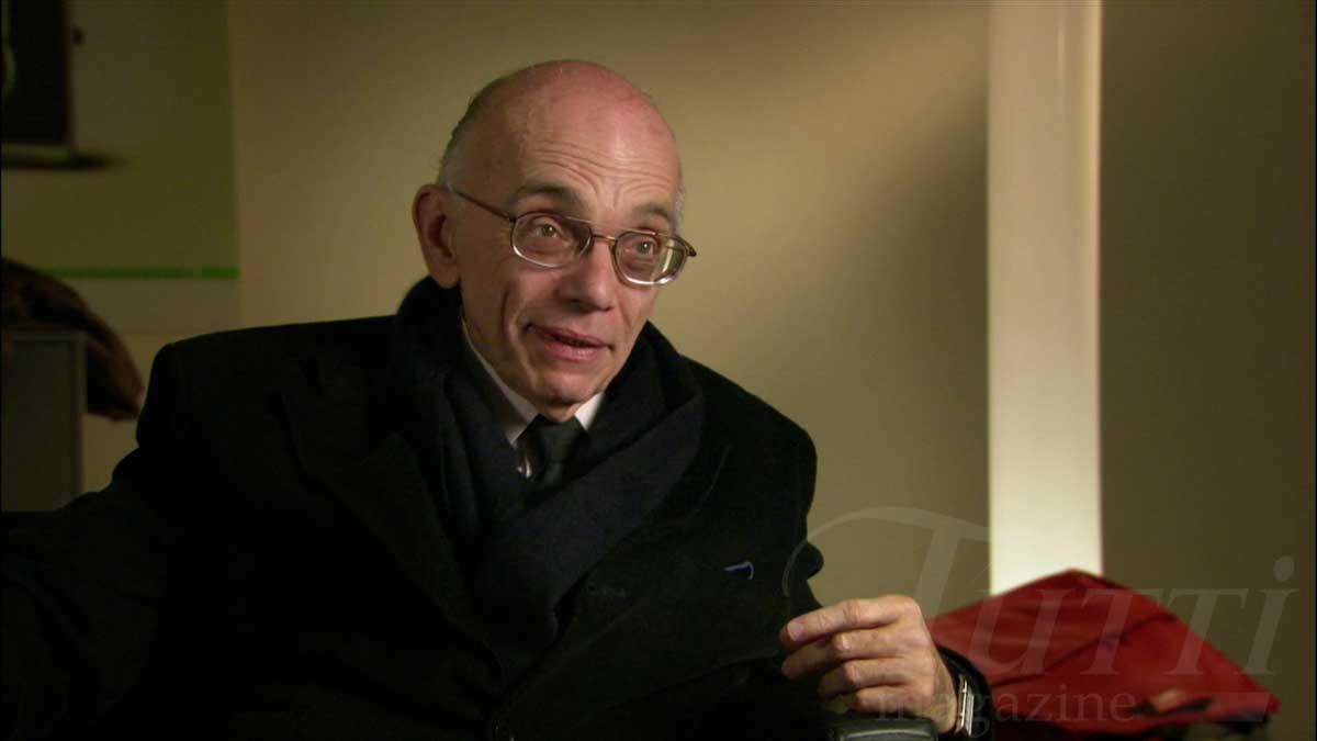 José Antonio Abreu, initiateur du mouvement El Sistema explique sa conception de la société par rapport à la musique dans le film de Paul Smaczny et Maria Stodtmeier.
