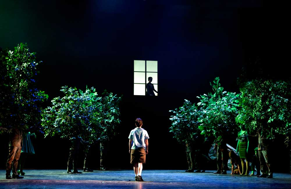<i>L'Enfant et les sortilèges</i> de Ravel mis en scène par Laurent Pelly à Glyndebourne.  Photo Simon Annand