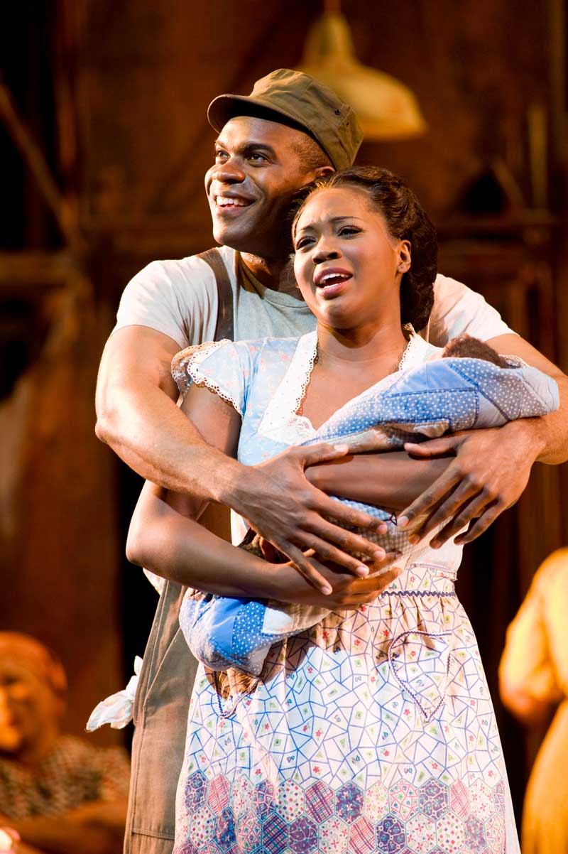 Eric Greene (Jake) et Angel Blue (Clara) dans <i>Porgy and Bess</i> à l'Opéra de San Francisco.  © Terrence McCarthy