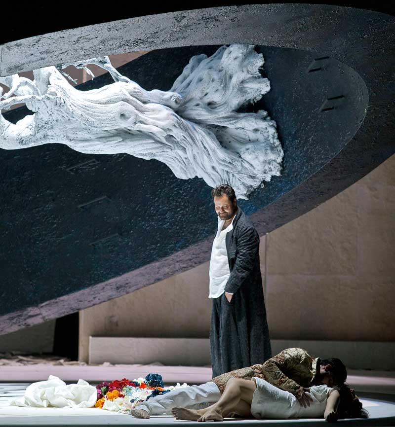 Ildar Abdrazakov (Méphistophélès), Charles Castronovo (Faust) et Irina Lungu (Marguerite). © Ramella & Giannese/Teatro Regio Torino