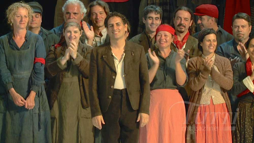 Juan Diego applaudi dans <i>Guillaume Tell</i> à Pesaro en 2013.