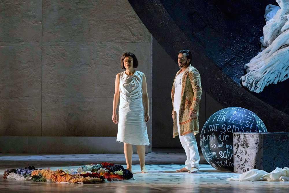 Irina Lungu (Marguerite) et Charles Castronovo (Faust) dans <i>Faust</i> de Gounod. © Ramella & Giannese/Teatro Regio Torino