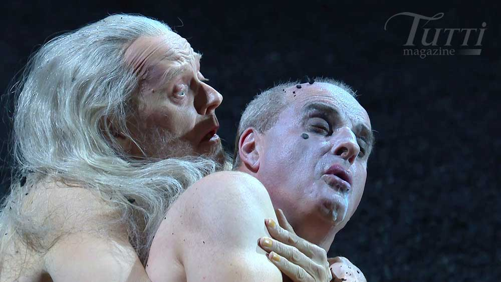 John Graham-Hall (Witch of Endor) et Christopher Purves (Saul) dans <i>Saul</i> de Handel à Glyndebourne en 2015.