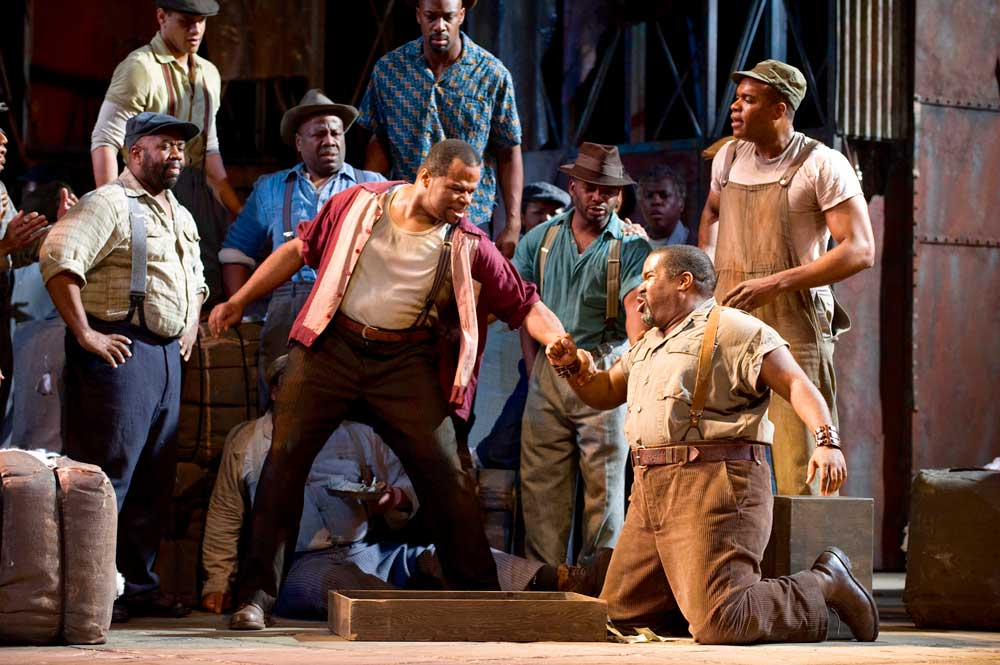 Lester Lynch (Crown) et Eric Owens (Porgy) dans <i>Porgy and Bess</i> à l'Opéra de San Francisco.  © Terrence McCarthy