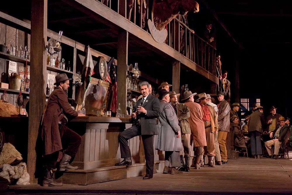 Lucio Gallo interprète le rôle de Jack Rance dans <i>La Fanciulla del West</i>.  Photo Ken Howard/Metropolitan Opera