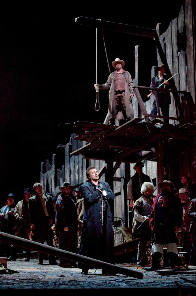 Marcello Giordani dans la scène finale de <i>La Fanciulla del West</i>.  Photo Ken Howard/Metropolitan Opera