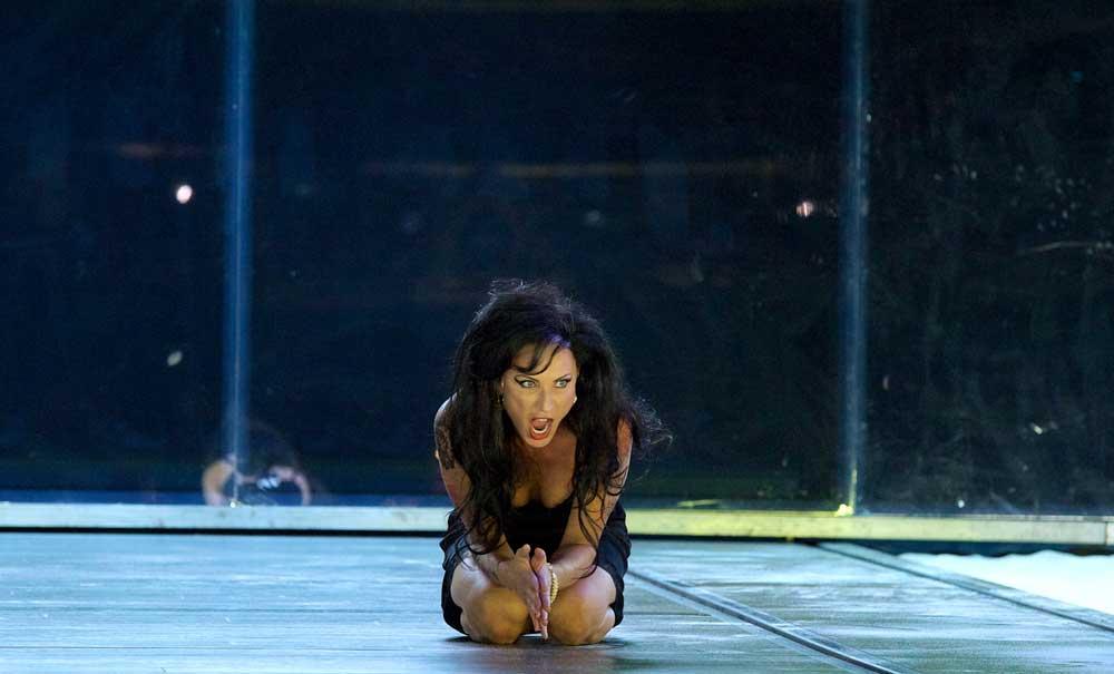 Nadja Michael dans <i>Médée</i> à La Monnaie de Bruxelles en septembre 2011.  Photo Bernard Coutant
