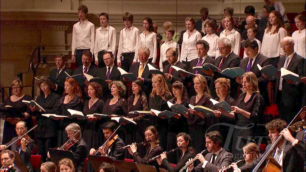 Le Netherlands Radio Choir dans <i>La Passion selon Saint Matthieu</i> en 2012.