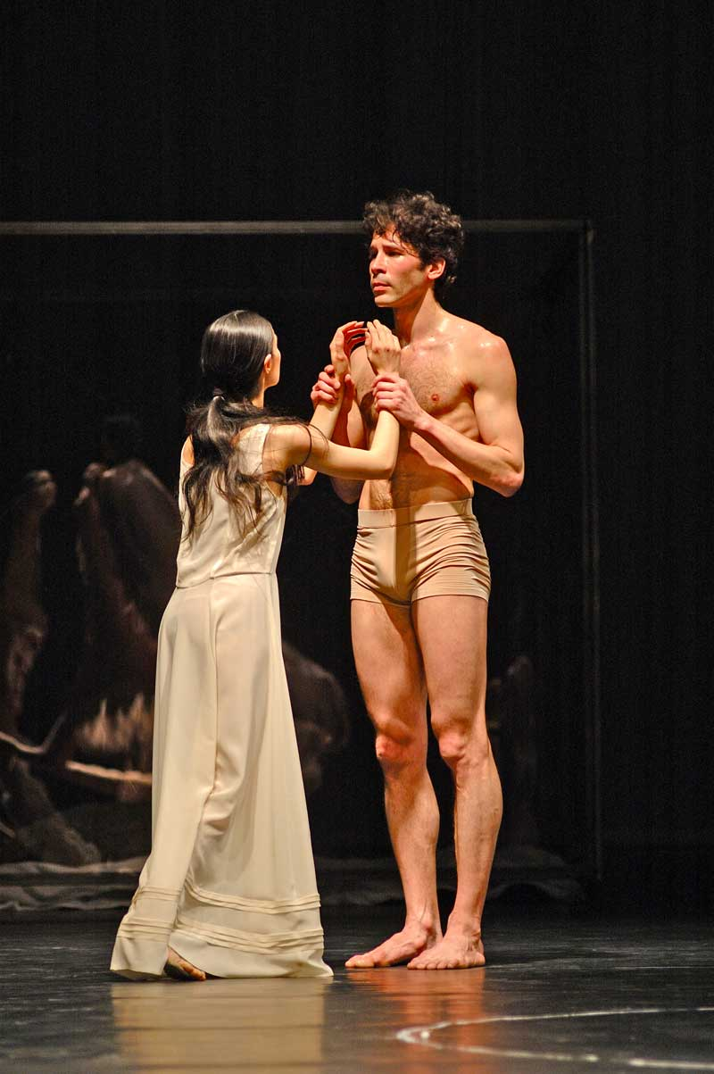 Miteki Kudo (Amor) et Yann Bridard (Orphée).  © Photo Michel Lidvac/Bel Air Media