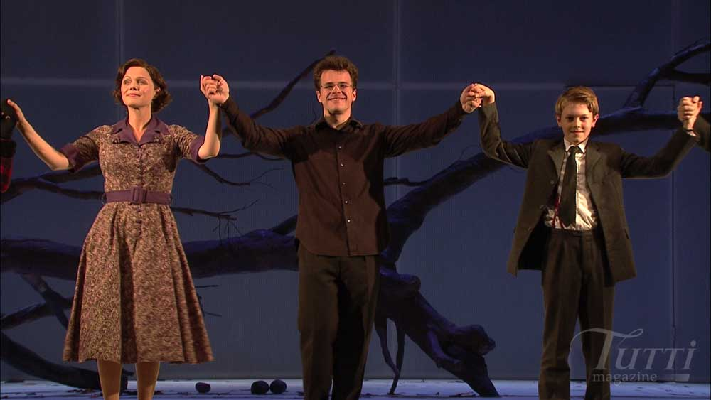 Applaudissements pour <i>The Turn of the Screw</i> à Glyndebourne. De gauche à droite : Miah Persson, Jakub Hrůša et Thomas Parfitt.