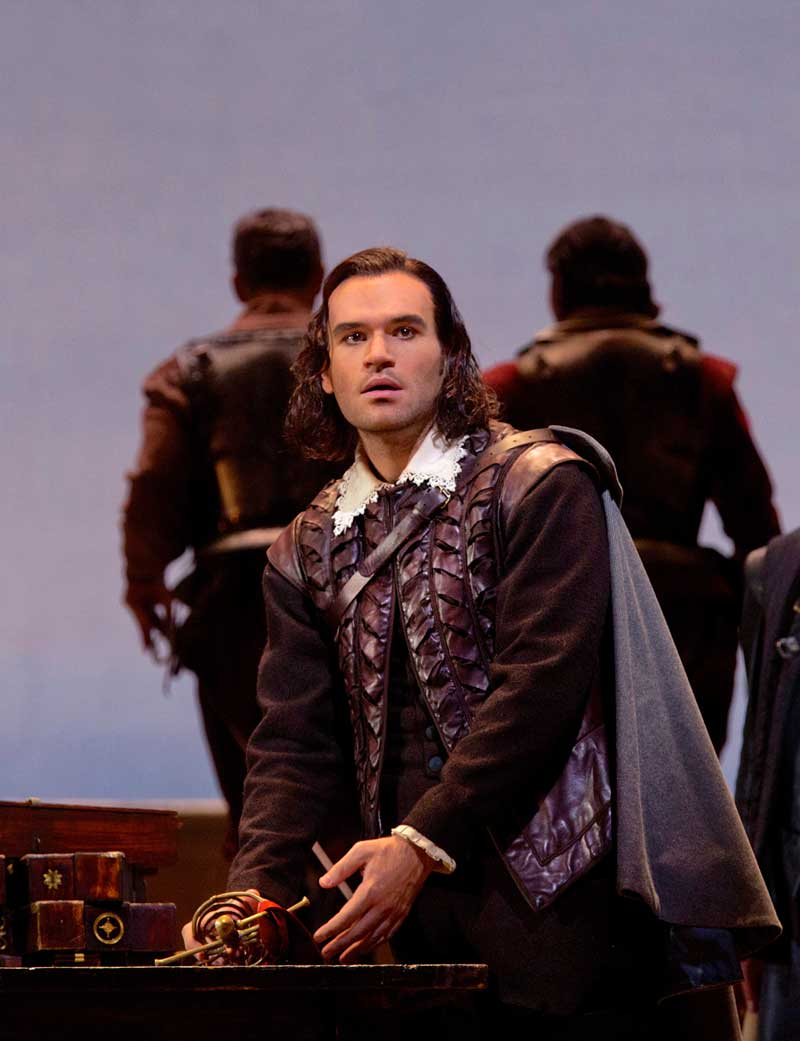 Michael Fabiano (Cassio) dans <i>Otello</i>.  © Photo Ken Howard/Metropolitan Opera