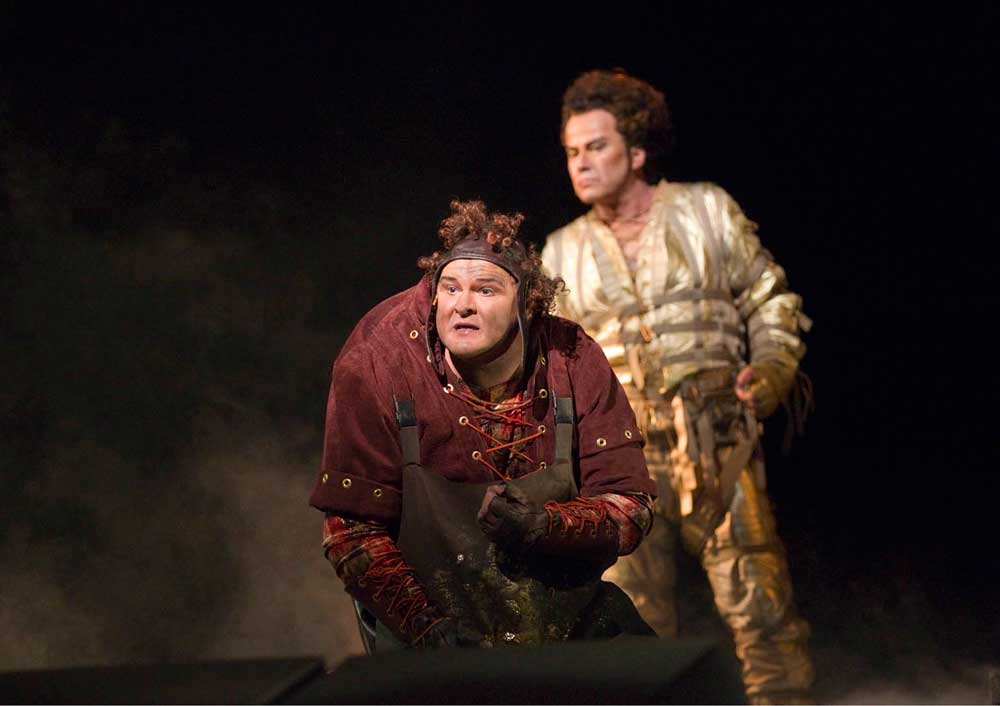 Gerhard Siegel (Mime) et Richard Croft (Loge). © Ken Howard/MET Opera