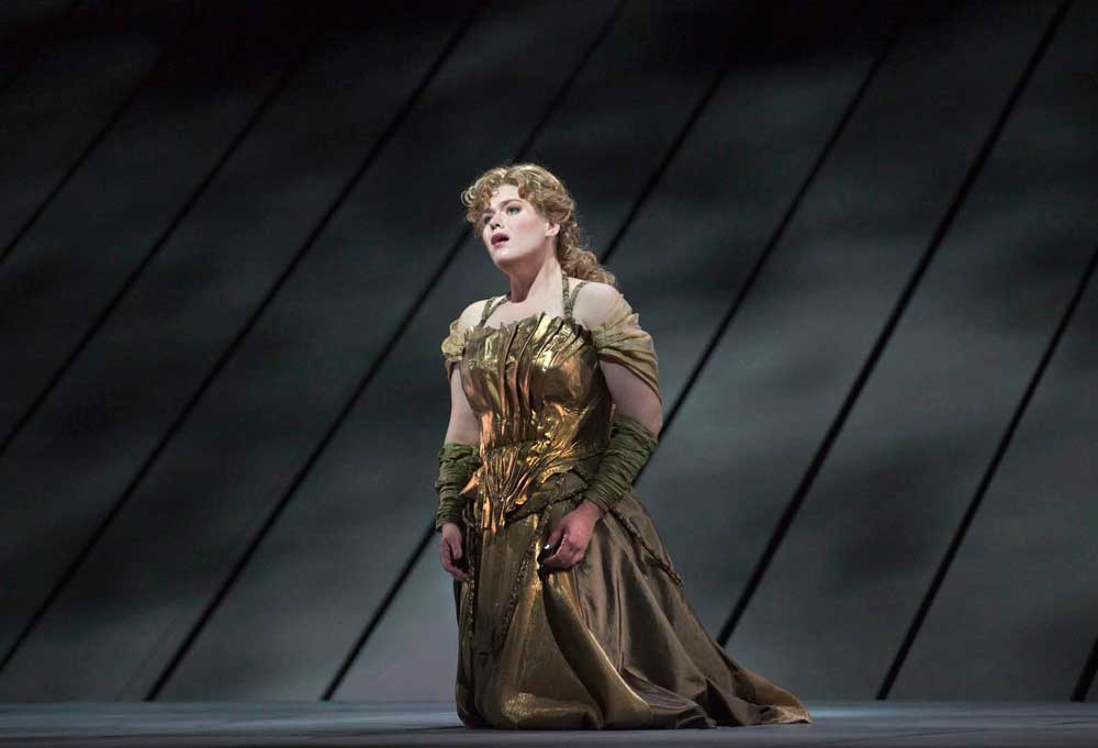 Wendy Bryn Harmer (Freia).  Photo : Ken Howard/Metropolitan Opera